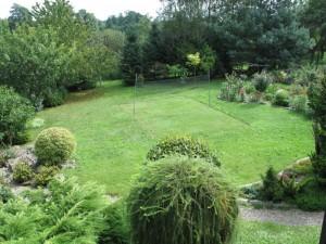 Trawnik oprawiony w rabaty